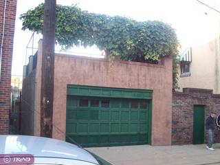 Garage with roofdeck in the city!